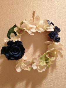 故障蘭と青いバラの造花リース